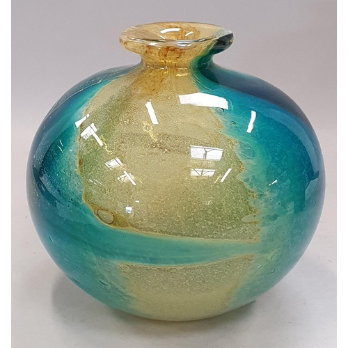 27 - Medina glass vase together a Medina stoppered decanter decanter A/F