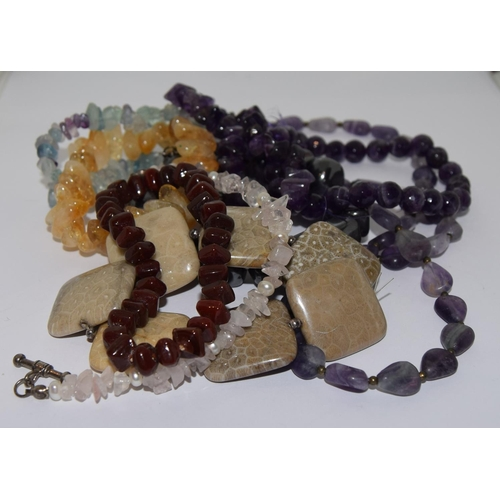 37 - Selection of agate and pearl bracelets