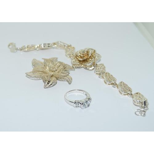 38 - Jewellry box of mixed silver Jewellery