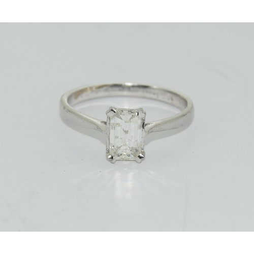 123 - 18ct white gold emerald cut diamond solitaire of approx 1ct size P