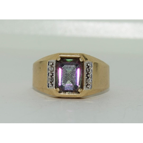 33 - 9ct gold mans sygnet ring set with diamond chip shoulders size T 4.4gm