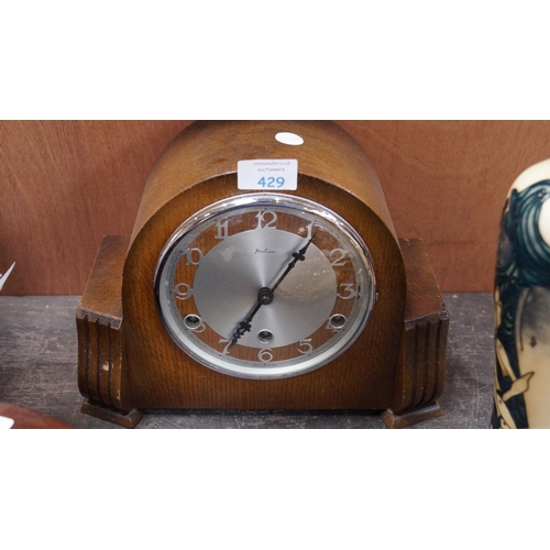 429 - AN OAK CASED 'BENTIMA' MANTLE CLOCK WITH SILENT / CHIME SWITCH...