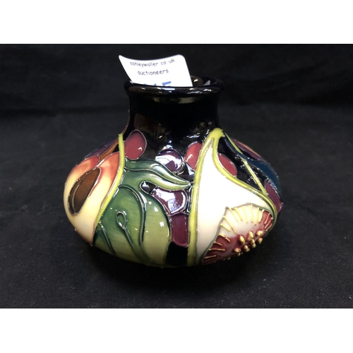 315 - A MOORCROFT POTTERY VASE DECORATED IN THE 'QUEENS CHOICE' PATTERN DESIGNED BY EMMA BOSSONS, SHAPE NU...
