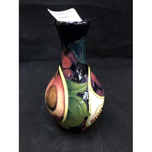 321 - A MOORCROFT POTTERY VASE DECORATED IN THE 'QUEENS CHOICE' PATTERN DESIGNED BY EMMA BOSSONS, SHAPE NU...