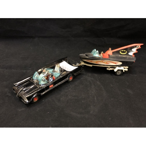 1002 - A VINTAGE METAL 'CORGI' BATMOBILE AND PLASTIC BATMAN SPEEDBOAT MODEL AND TRAILER (3)...