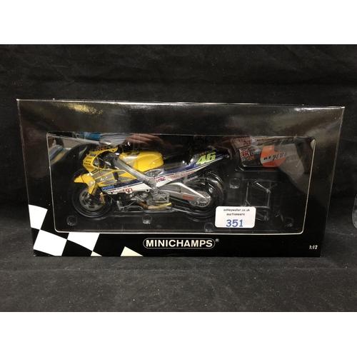 351 - A 'MINICHAMPS' 1:12 SCALE REPLICA GP 500 RACING BIKE MODEL - HONDA NSR 500 VALENTINO ROSSI, 2001, MO...