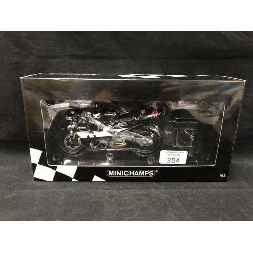 354 - A 'MINICHAMPS' 1:12 SCALE REPLICA GP 500 RACING BIKE MODEL - HONDA NSR 500 ALEX BARROS, 2001, MODEL ...