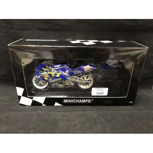 360 - A 'MINICHAMPS' 1:12 SCALE REPLICA GP 500 RACING BIKE MODEL - SUZUKI RGV 500 KENNY ROBERTS, 2000, MOD...