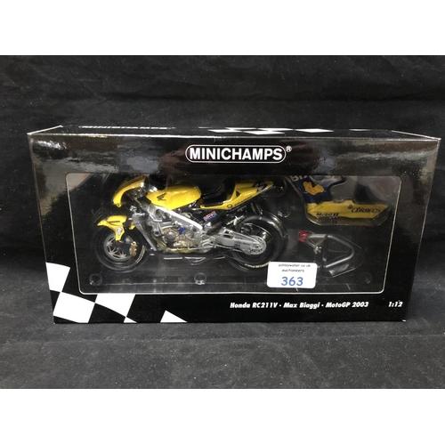 363 - A 'MINICHAMPS' 1:12 SCALE REPLICA MOTO GP RACING BIKE MODEL - HONDA RCV 211 V MAX BIAGI, 2003, MODEL...