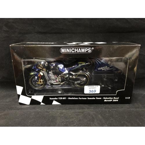 369 - A 'MINICHAMPS' 1:12 SCALE REPLICA MOTO GP RACING BIKE MODEL - YAMAHA YZR M1 VALENTINO ROSSI, 2004, M...