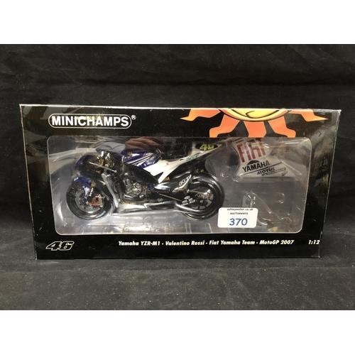 370 - A 'MINICHAMPS' 1:12 SCALE REPLICA MOTO GP RACING BIKE MODEL - YAMAHA YZR M1 VALENTINO ROSSI, 2007, M...