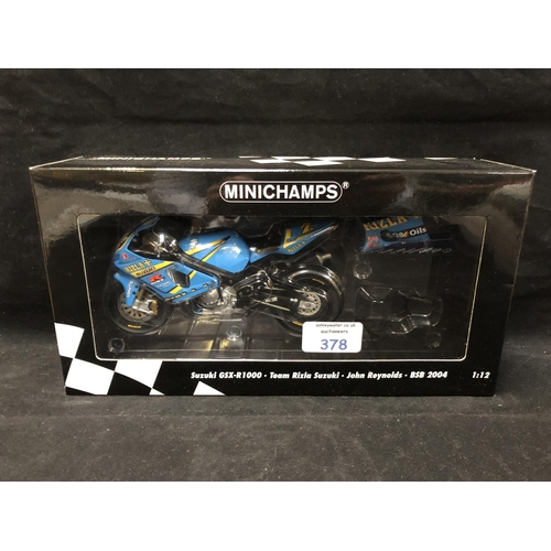 378 - A 'MINICHAMPS' 1:12 SCALE REPLICA BRITISH SUPER BIKE RACING MODEL - SUZUKI GSXR1000 JOHN REYNOLDS, 2...