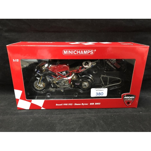 380 - A 'MINICHAMPS' 1:12 SCALE REPLICA BRITISH SUPER BIKE RACING MODEL - DUCATI 998F02 SHANE BRYNE, 2003,...