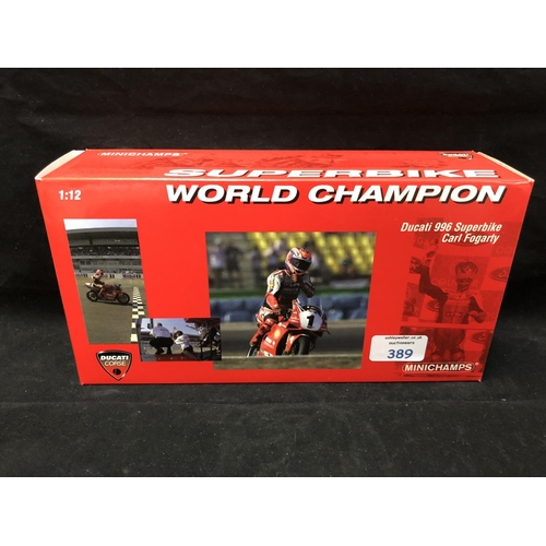389 - A 'MINICHAMPS' 1:12 SCALE REPLICA WORLD SUPER BIKE RACING MODEL - DUCATI 996 CARL FOGGARTY, 1999, MO...