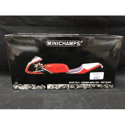 392 - A 'MINICHAMPS' 1:12 SCALE REPLICA WORLD SUPER BIKE RACING MODEL - DUCATI 996R TROY BAYLISS, 2001, MO...