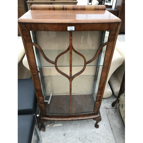 660 - A WALNUT CHINA CABINET ON CABRIOLE SUPPORTS WITH SINGLE DOOR - WIDTH 59 CM...