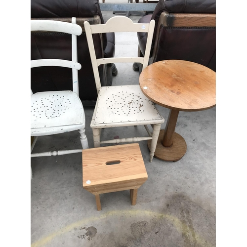 703 - SIX ITEMS - A BUTTON TOP OTTOMAN, AN OAK SHELF, TWO WHITE CHAIRS, A CIRCULAR OAK TABLE AND A PINE ST...