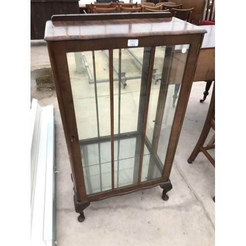 721 - A WALNUT DISPLAY CABINET ON CABRIOLE SUPPORTS WITH SINGLE DOOR AND MIRRORED BACK - WIDTH 60 CM...