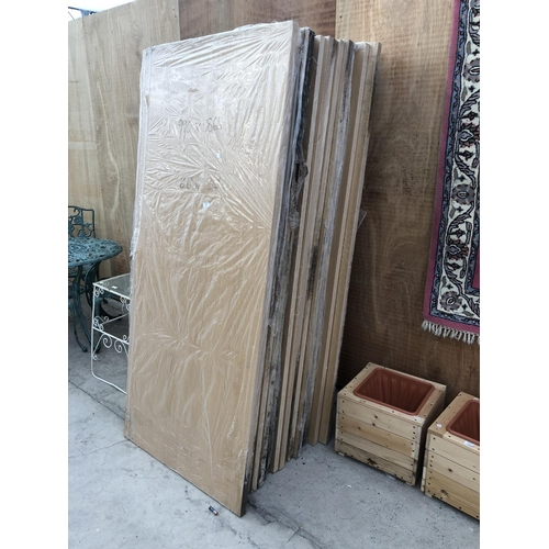 53 - A GROUP OF 21 VARIOUS INTERNAL WOODEN DOORS, 6' 6
