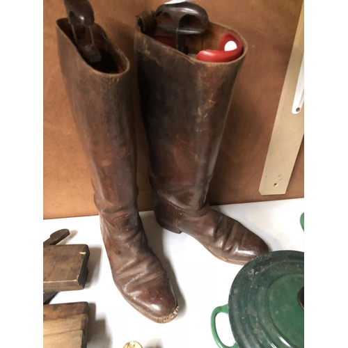 213 - A PAIR OF VINTAGE 'PENTAGON' LEATHER BOOTS WITH A SET OF BOOTLASTS...