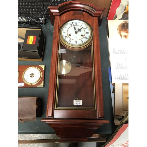 223 - A MODERN WOODEN CASED 'LINCOLN' 31 DAY CHIMING WALL CLOCK...