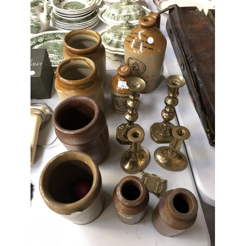 253 - A MIXED GROUP OF VARIOUS ITEMS TO INCLUDE TWO PAIRS OF BRASS CANDLESTICKS, TWO STONE WARE CIDER FLAG...