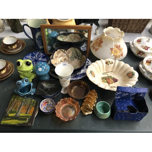 284 - A LARGE COLLECTION OF VARIOUS CERAMICS AND GLASS TO INCLUDE A JAPANESE SATSUMA STYLE BOWL, ART DECO ...