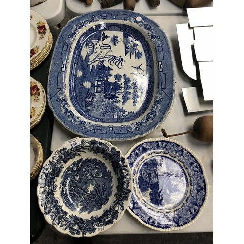286 - THREE ITEMS OF BLUE AND WHITE CERAMICS TO INCLUDE A 'BOOTHS BRITISH SCENERY' PATTERN BOWL, 19TH CENT...