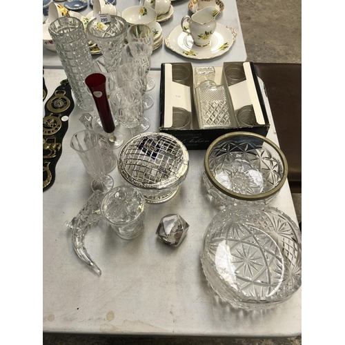 290 - A MIXED GROUP OF VARIOUS CERAMICS AND GLASS TO INCLUDE WINE GLASSES, CUT GLASS VASES, CUT GLASS FRUI...