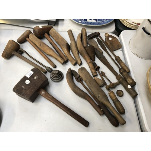 292 - VARIOUS VINTAGE WOODEN HANDLED TOOLS TO INCLUDE SHEET LEAD AND PIPE WORKING TOOLS, A LARGE MALLET, V...