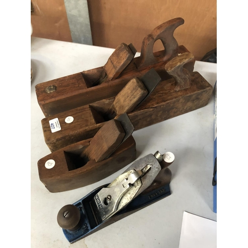 407 - A 'WHITMORE' METAL WOOD PLANE TOGETHER WITH FURTHER WOODEN HANDLED PLANES (4)...