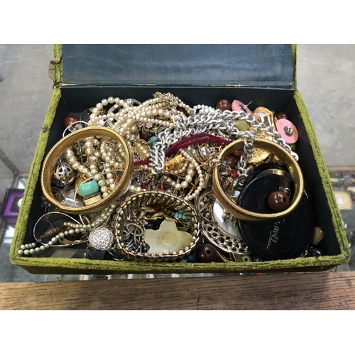 501 - A JEWELLERY BOX CONTAINING A MIXED QUANTITY OF COSTUME JEWELLERY TO INCLUDE BRACELETS, BANGLES, CHAI...