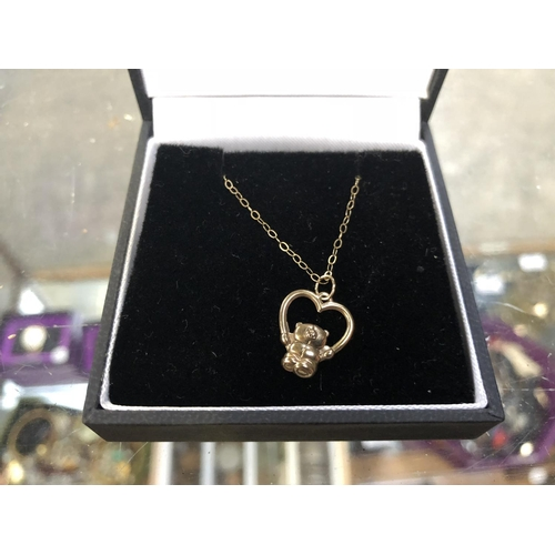514 - A LADIES 9CT GOLD NECKLACE WITH TEDDY BEAR AND LOVE HEART PENDANT...