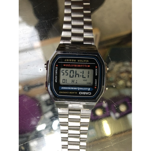 517 - A RETRO 'CASIO' CHROME AND STAINLESS STEEL ALARM CHRONO WATCH...