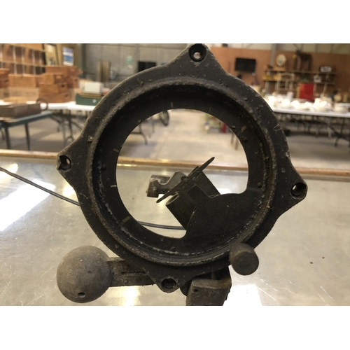 535 - A LARGE GROUP OF VINTAGE WORLD WAR II ITEMS TO INCLUDE AN 'ARTIFICIAL HORIZON', MILITARY PLANE SIGHT...