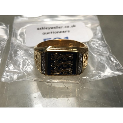591 - A GENTS GOLD PLATED 'ENGLAND THREE LION' RING...