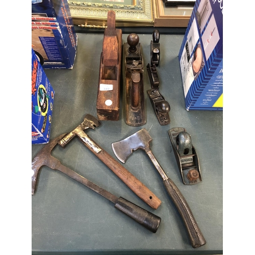 349 - A MIXED GROUP OF VINTAGE TOOLS TO INCLUDE A 'WHITMORE' NO 110, STANLEY NO 2 PLANE ETC (QTY)...