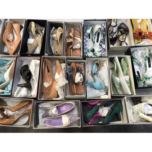 427 - A GROUP OF EIGHTEEN PAIRS OF LADIES BOXED DESIGNER SHOES / HEELS TO INCLUDE EXAMPLES BY 'ALBERTO GOZ...