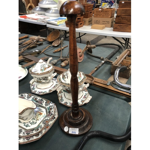 446 - A VINTAGE TABLE TOP WOODEN WIG / HAT STAND...