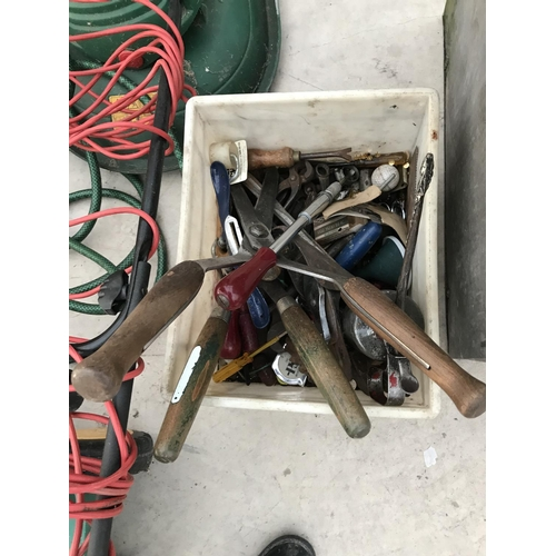 89 - TWO DOG CAGES, A LARGE QUANTITY OF GARDEN TOOLS -  LAWNMOWER, KNEELER, HOSE AND A BOX OX TOOLS TO IN...