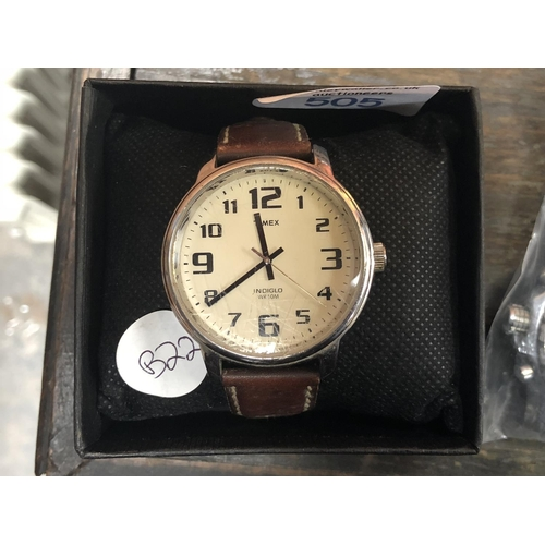 505 - A GENTS 'TIMEX' WRIST WATCH, ON BROWN LEATHER STRAP, (W/O)...