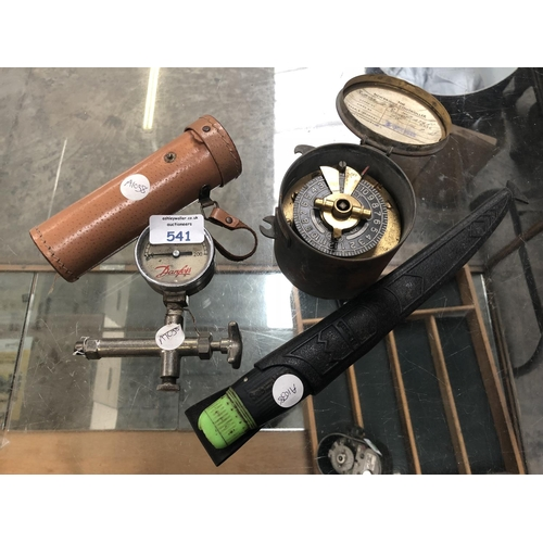 541 - A MIXED GROUP OF FOUR ITEMS TO INCLUDE A 'SKYBOLT' TELESCOPE, A VINTAGE 'DANFOSS' PRESSURE METER, A ...