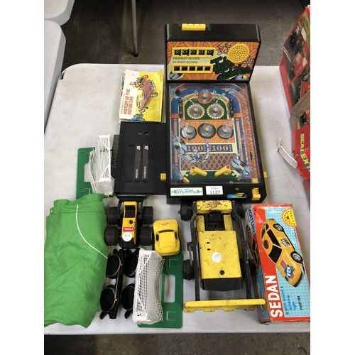 1127 - A MIXED GROUP OF VARIOUS COLLECTABLE TOY ITEMS TO INCLUDE 'TONKA' TRUCKS, A 'JUKE JUBILEE' MINIATURE...