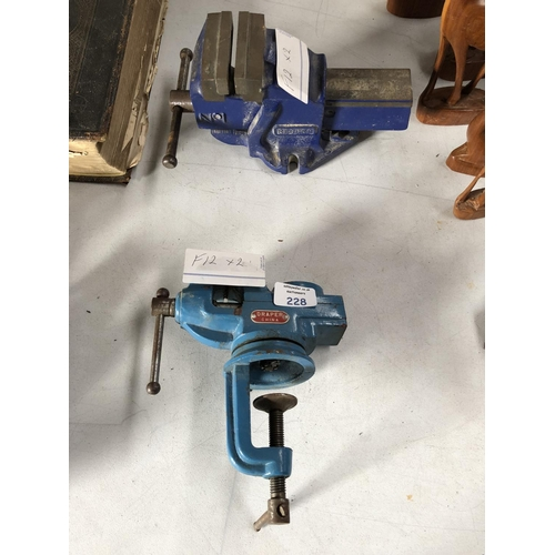 228 - A VINTAGE 'RECORD NUMBER 1 BLUE' VICE TOGETHER WITH A FURTHER 'DRAPER' CHINA VICE (2)...