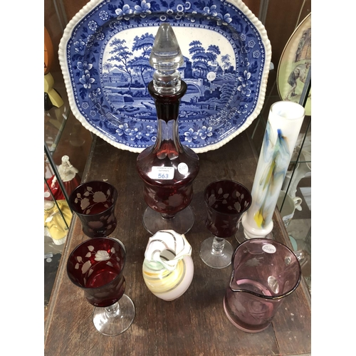 563 - A MIXED COLLECTION OF VARIOUS GLASS TO INCLUDE CRANBERRY, ETCHED GLASS DECANTER AND THREE WINE GLASS...