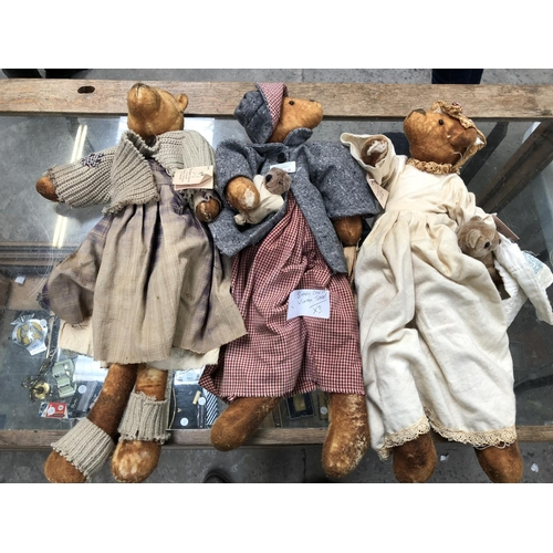 1162 - THREE VINTAGE 'SASSY COW CO' TOY SOFT BEAR MODELS (3)...