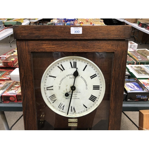 300 - A VINTAGE OAK CASED 'CLOCKING IN' TIME CLOCK, BY THE GLEDHILL RECORDERS LTD, HUDDERSFIELD, HALIFAX, ...