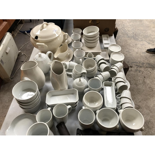 331 - A HUGE 'CHURCHILL' CERAMIC DINNER / CATERING SERVICE COMPRISING TUREEN, BOWLS, CUPS, PLATES ETC (QTY...