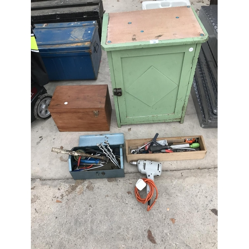36 - A SMALL VINTAGE PAINTED CABINET, TWO WOODEN AND ONE METAL TOOL BOXES AND VARIOUS TOOLS...
