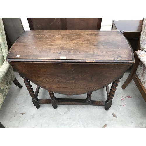 619 - TWO ITEMS - AN OAK DROP LEAF TABLE ON BARLEY TWIST SUPPORTS AND A SMALL PINE CABINET CHEST OF DRAWER...